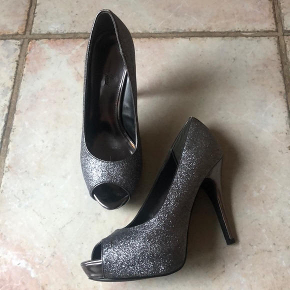 "0017f95c233d6 Jacqueline Ferrar Shoes - Jacqueline Ferrar ""Lara"" pewter glitter heels"